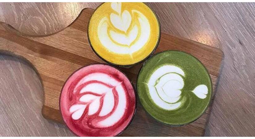 Novi trend: latte napitek + 3 recepti za matcha, kurkuma in berry latte