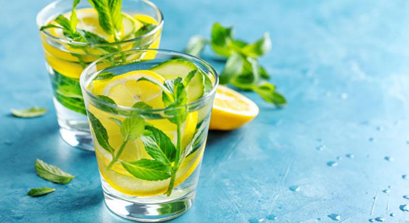10 koristi rednega pitja vode