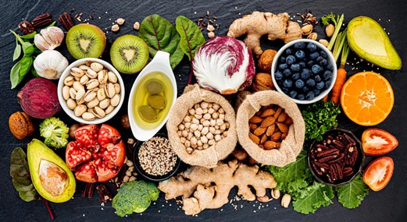 Zakaj je dobro v vsak obrok vključiti beljakovine in zdrave maščobe