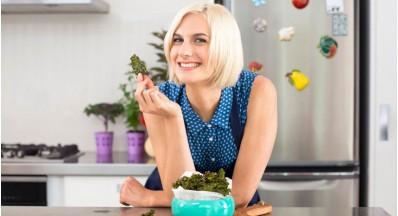 Tereza Poljanič in Sunwarrior beljakovine v njeni kuhinji